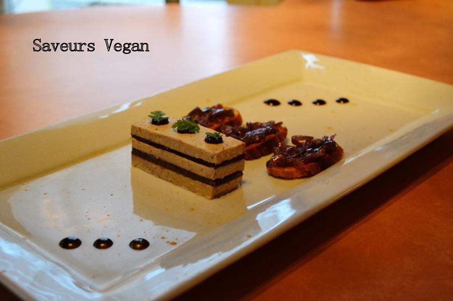 Terrine de faux gras, gelée de vin rouge. Toast au chutney d'oignon rouge, réduction de balsamique